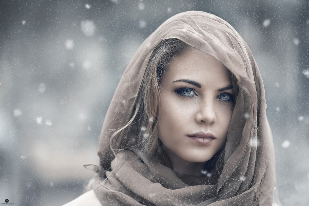 face-portrait-blonde-women-veil-2048x1365