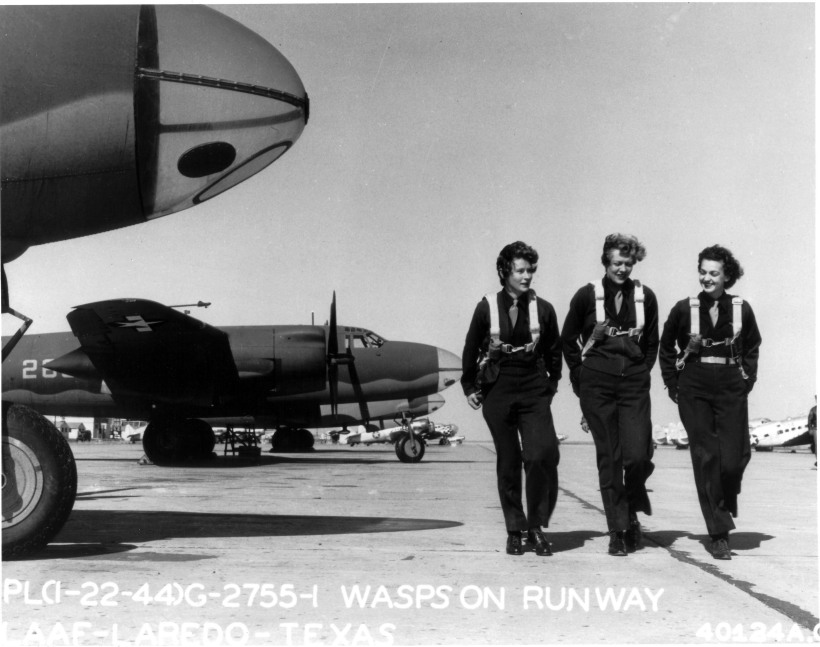WASPs on flight line