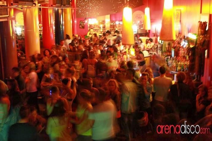 Aire-Sala-Diana-lesbian-bar-barcelona