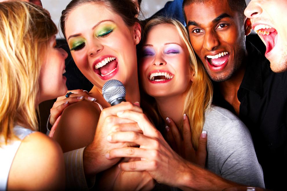 karaoke lesbian date