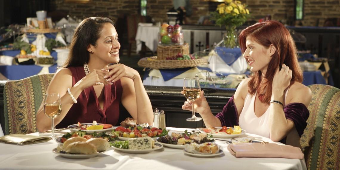 lesbian dinner date