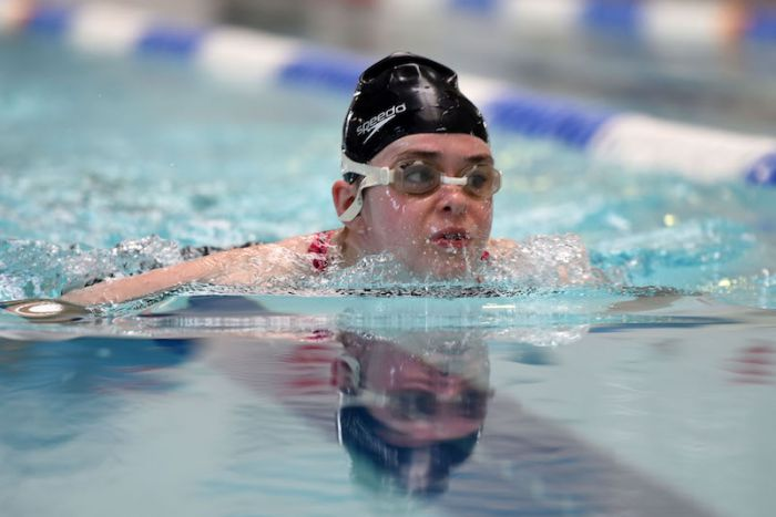 small-change-big-difference-visually-impaired-swimmer