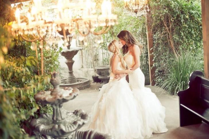 katie-christine-lesbian-wedding-dresses-kiss-pic-728x485