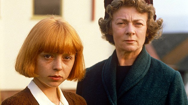 oranes-are-not-the-only-fruit-1990-001-charlotte-coleman-geraldine-mcewan