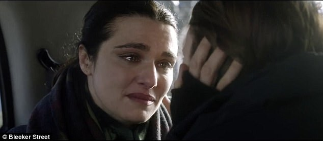 Rachel Weisz shares kiss with her lover Rachel McAdams (9)