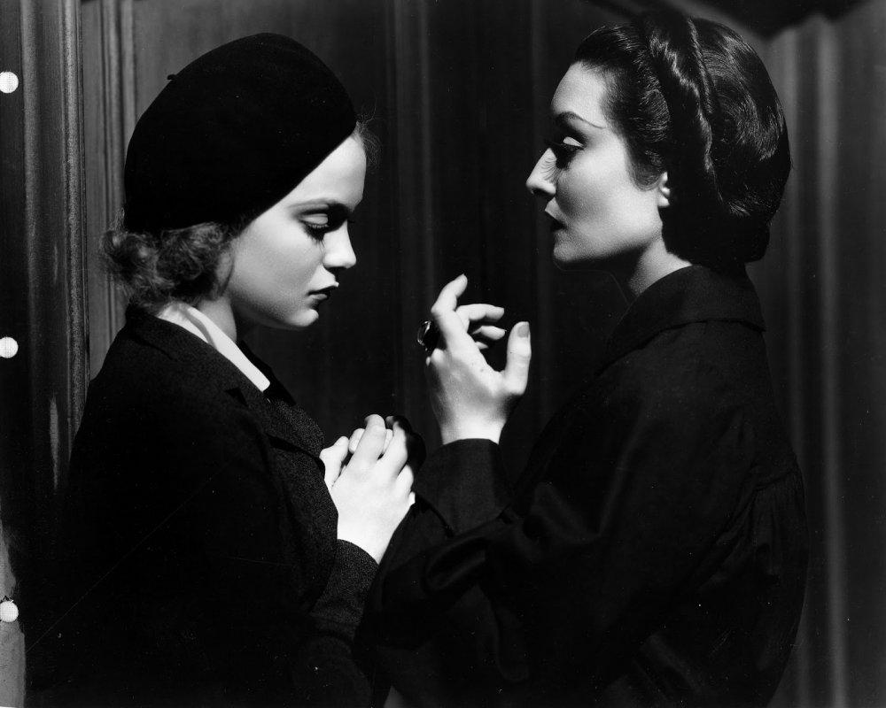 draculas-daughter-1936-001-nan-grey-gloria-holden