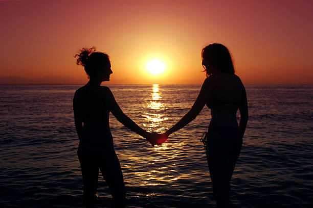 wmen in love by the sea shore