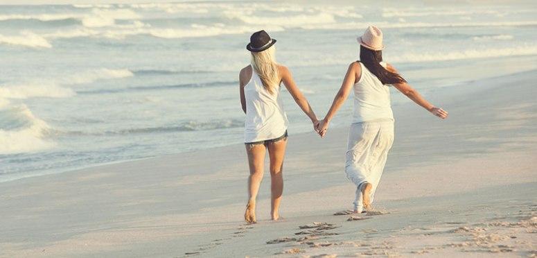 beach lesbians