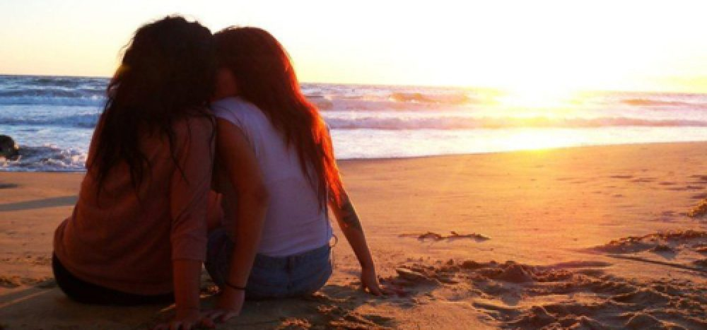 cropped-lesbians-on-the-beach.jpg
