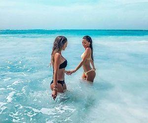 girls like girls in the waves