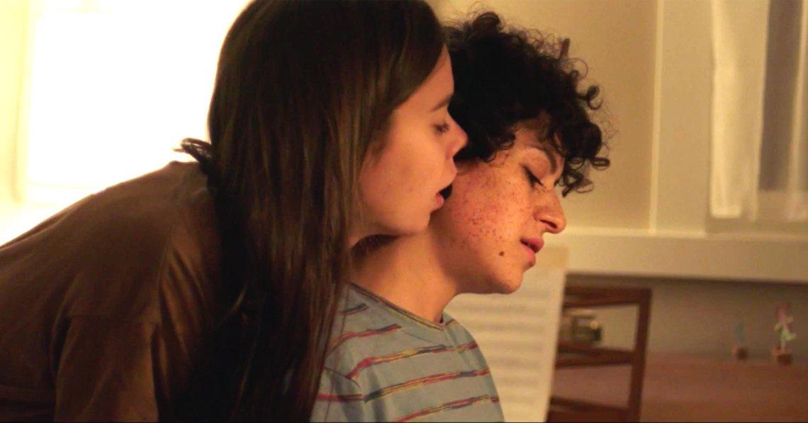 Duck Butter (2018) Alia Shawkat and Laia Costa (screen grab) CR: The Orchard