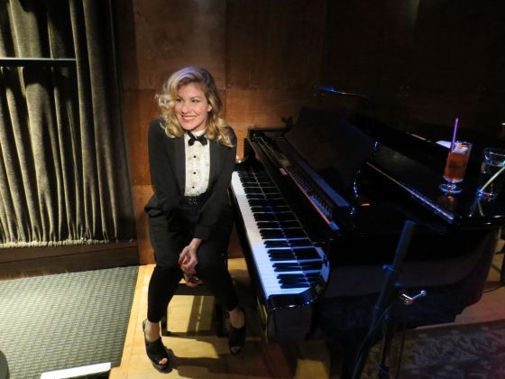 EmilyWest_awesome_lesbian_piano_player