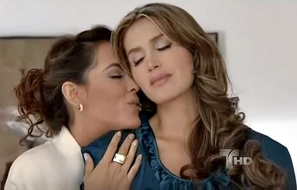 lesbina kiss colombianas